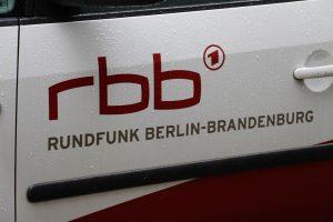 rbb Logo auf Auto