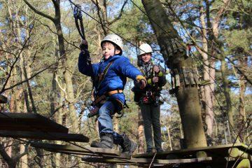Kinder im Herbst in Parcours 4 im Kletterwald BinzProra
