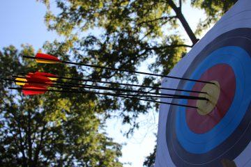 Zielscheibe Bogensport mit Pfeilen